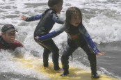 kids_surfing_lessons_01